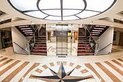 Холл, лифт илестницы